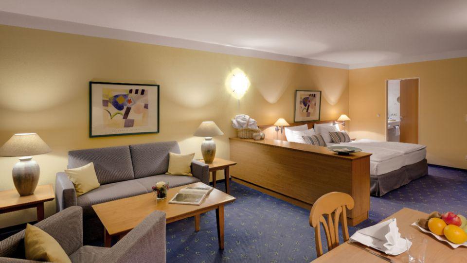 Luxurioese Bilder Von Antiker Kleiderschrank Fuer Elegantes Zimmer , Best Western Hotels Central Europe Gmbh